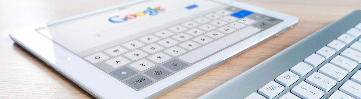 Apple toetsenbord met de Google homepage op een iPad